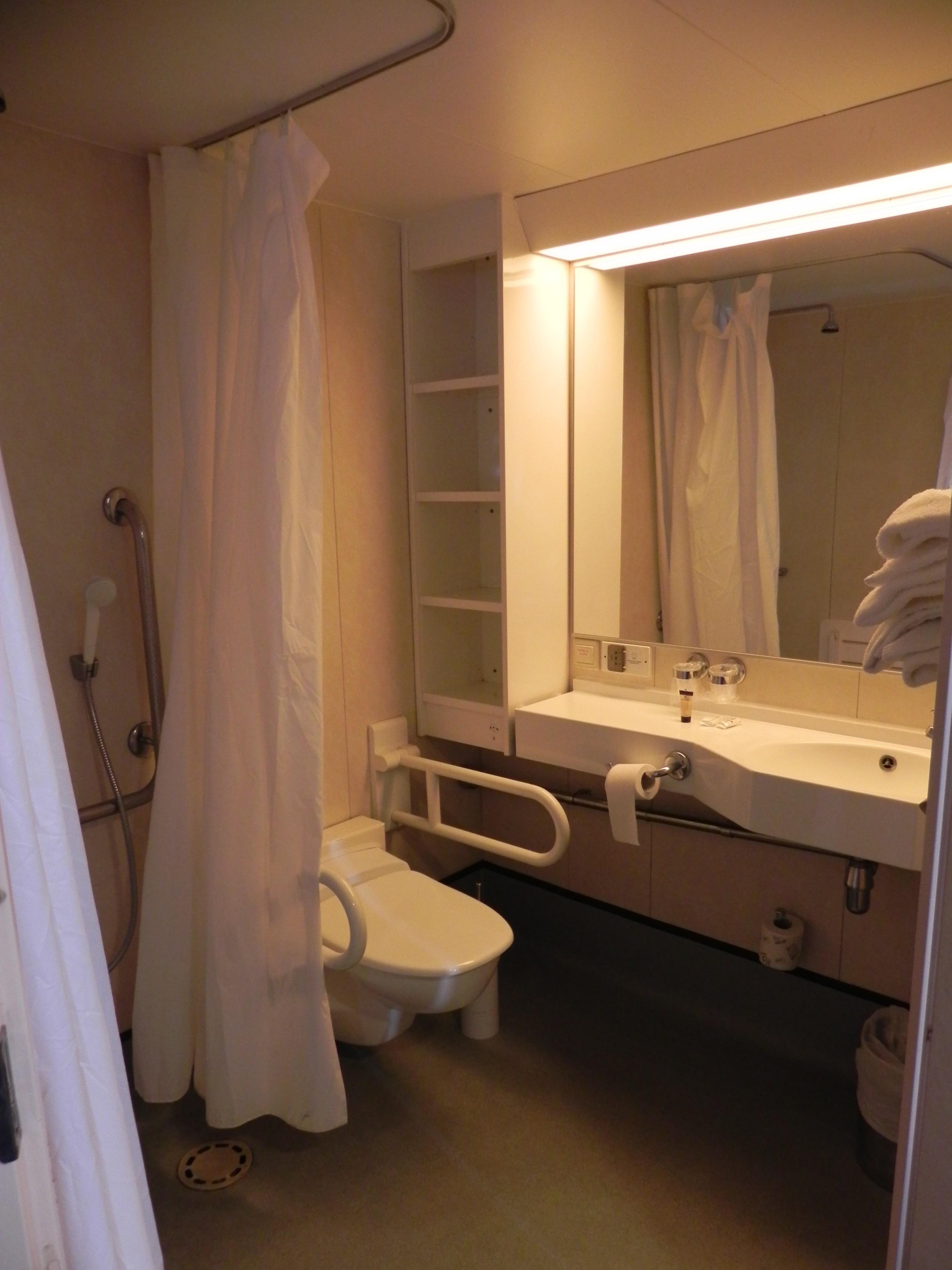 Come dormire a bordo di un traghetto blog for Un bagno in cabina